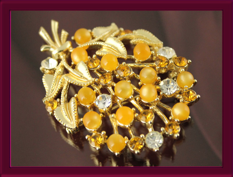 A sweet Star brooch of citrus moon glow beads and RS.