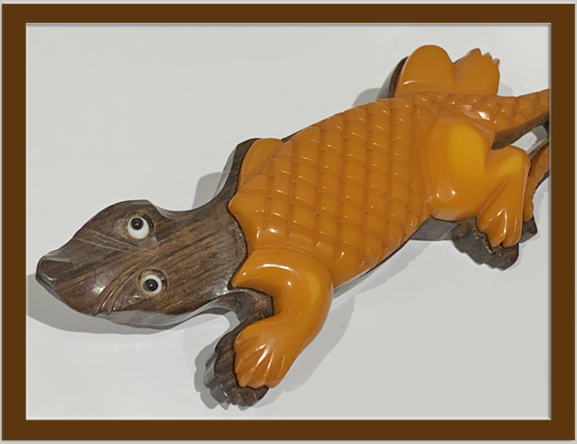 1930's CARVED BUTTERSCOTCH BAKELITE and WOOD LAMINATED ALIGATOR BROOCH.