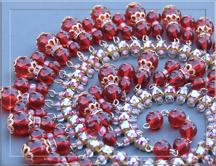 RICH RUBY RED GLASS DANGLING BEAD BIB NECKLACE.